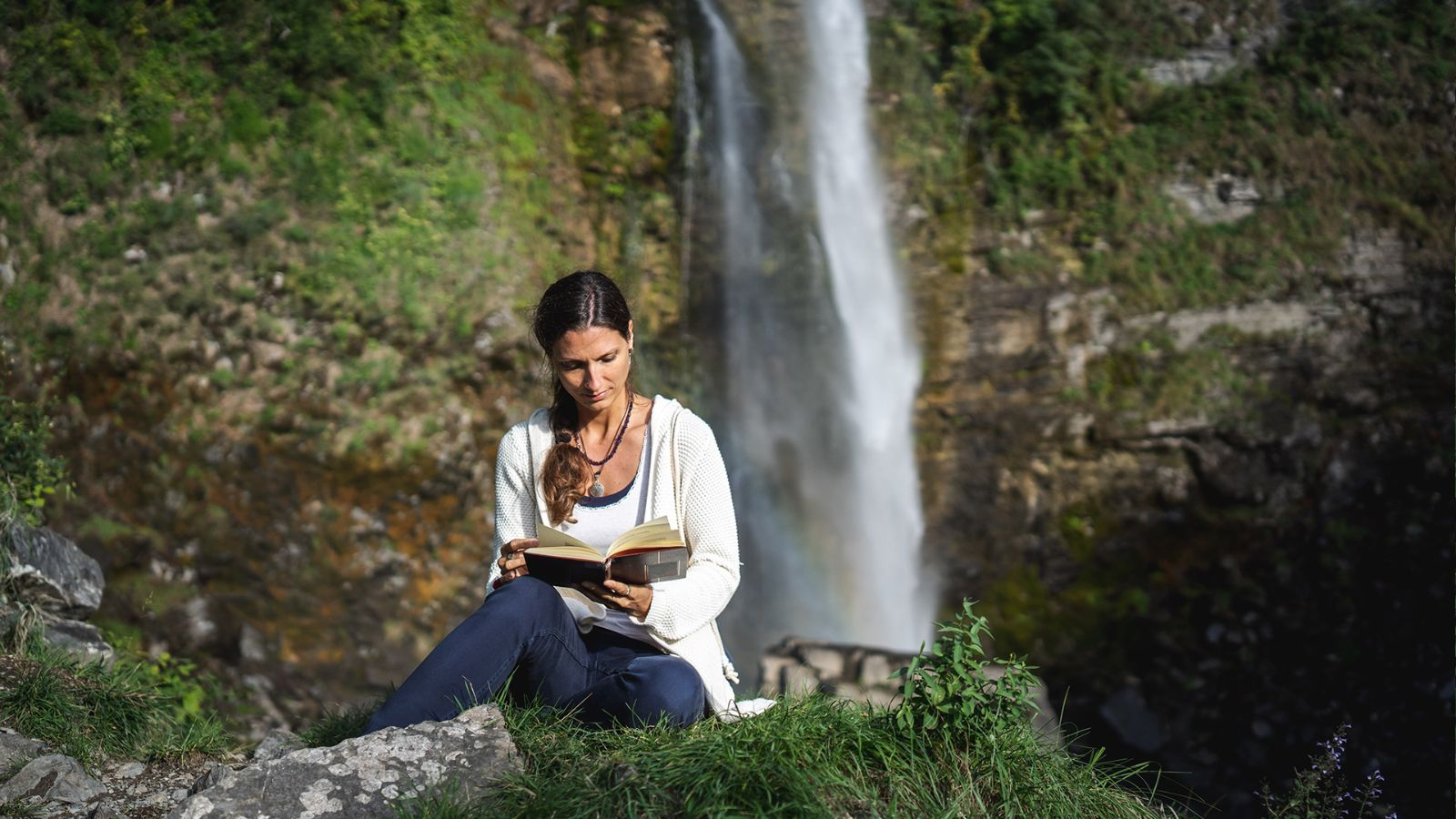 A moment to read and relax at the Botto waterfall