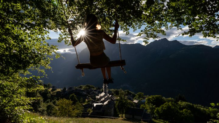5 swings that overlook the world