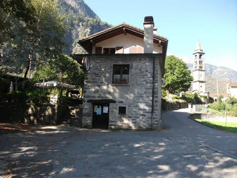 Image 0 -  B & B Grotto Pergola