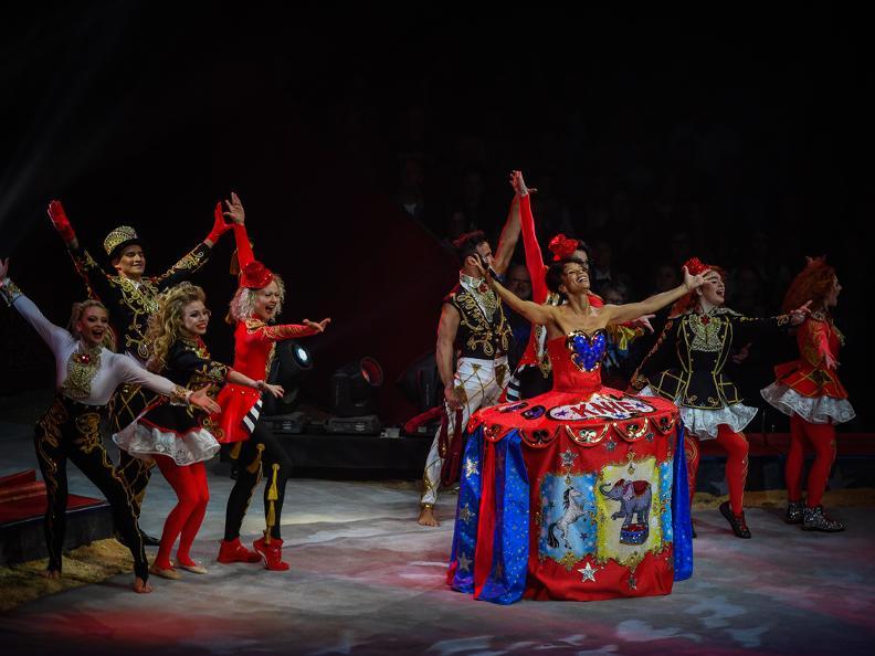 Image 2 - Zirkus Knie