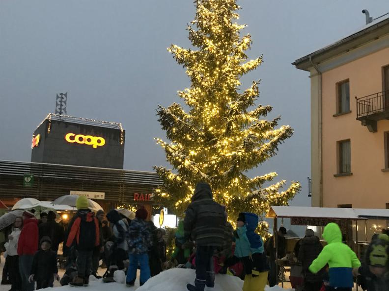 Image 2 - Weihnachtsmarkt von Airolo