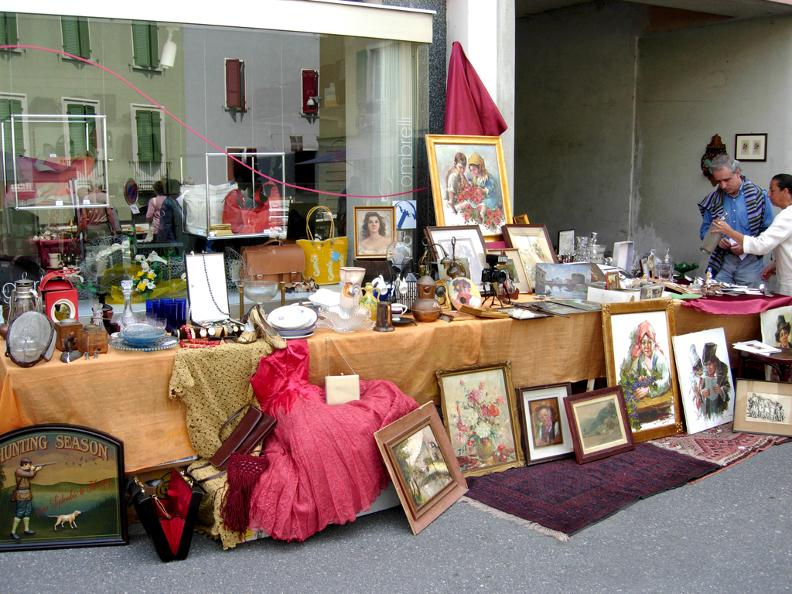 Image 0 - Antique fair