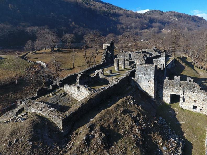 Image 2 - Colore e Note al Castello di Serravalle