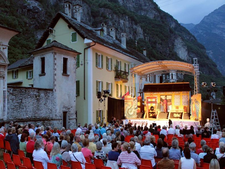 Image 0 - Operetta in Piazza a Cevio - Ballo al Savoy