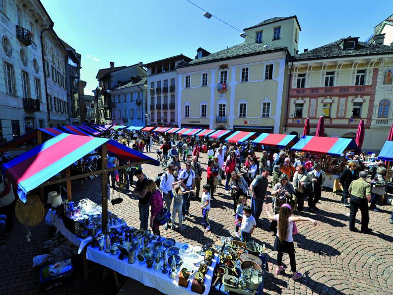 Image 0 - The market on Sunday