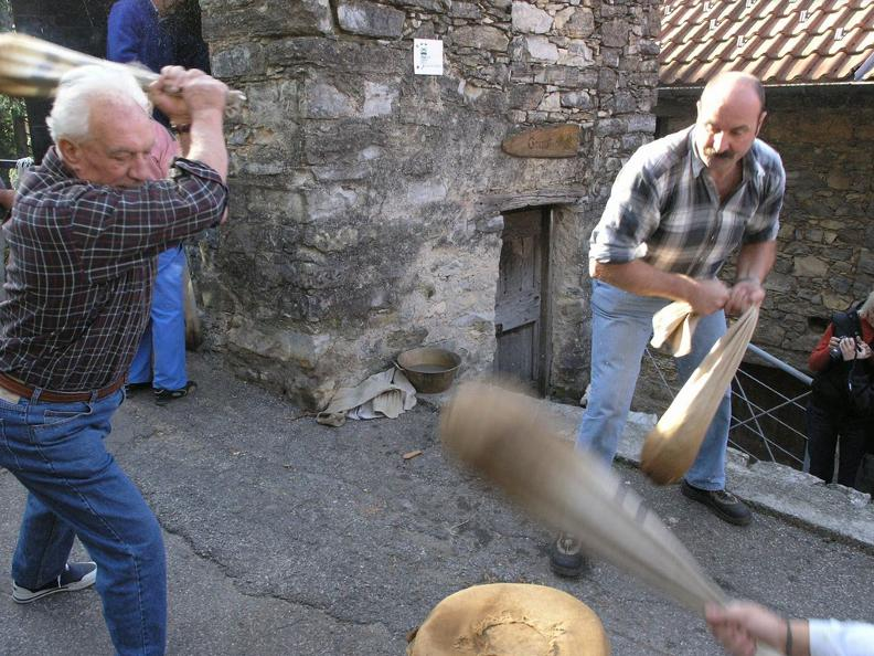 Image 2 - Traditional beating of chestnuts