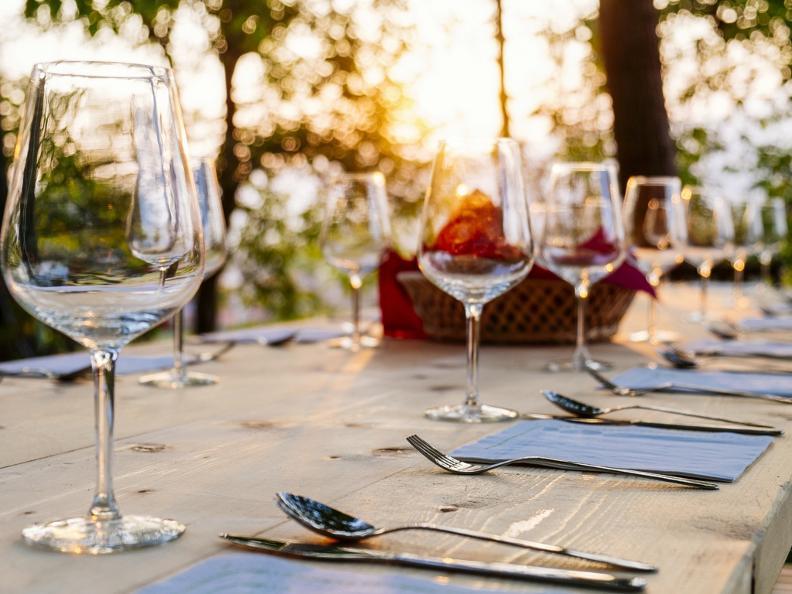 Image 0 - Dinner in the vineyard