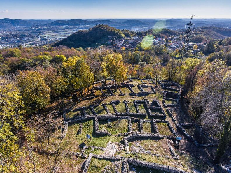 Image 1 - Extraordinary opening of the Archaeological Park Tremona-Castello on reservation for school groups
