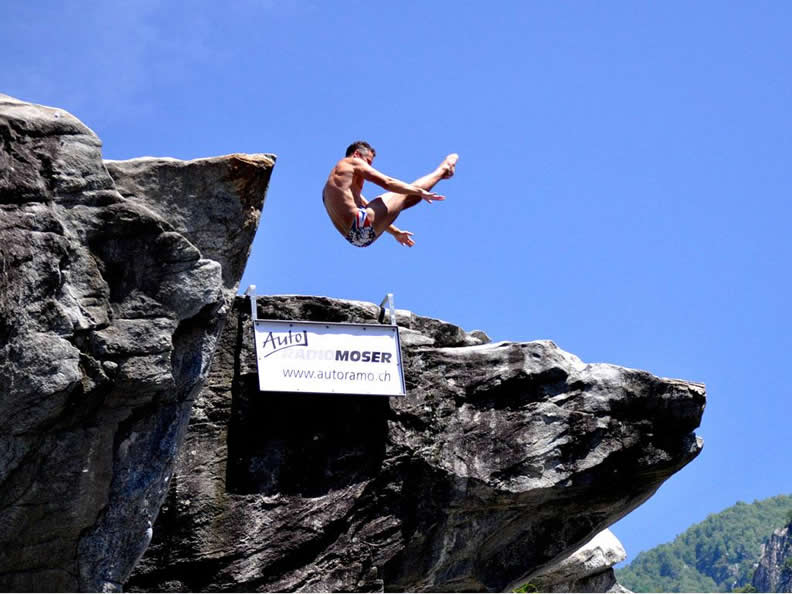 Image 3 - International Cliff Diving Championship