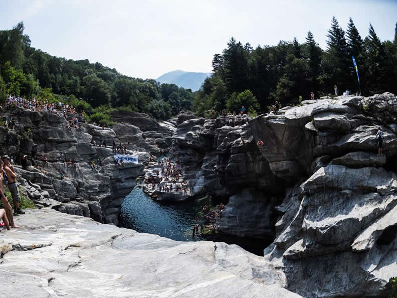 Image 1 - International Cliff Diving Championship