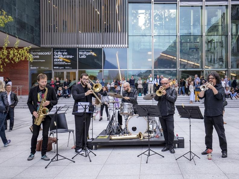 Image 0 - Piazza in jazz