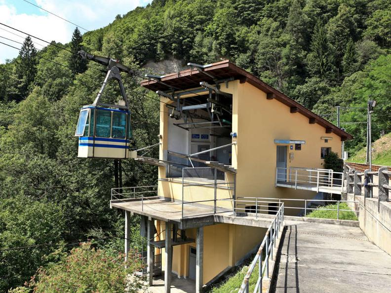 Image 6 - Cable-car Verdasio-Rasa