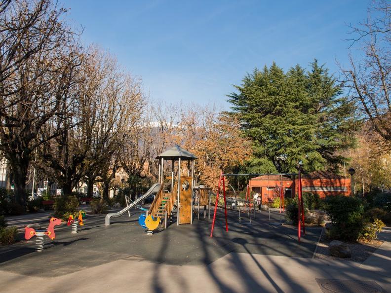 Image 0 - Parco giochi a Bellinzona, Via H. Guisan