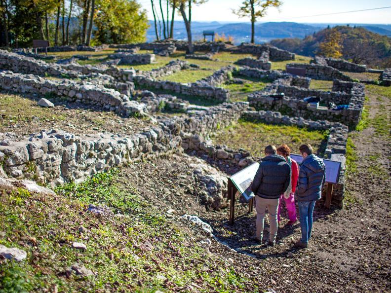 Image 1 - Parco archeologico a Tremona – Castello