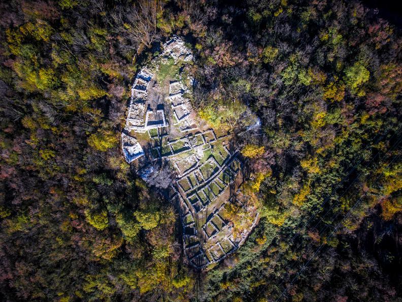 Image 2 - Parco archeologico a Tremona – Castello