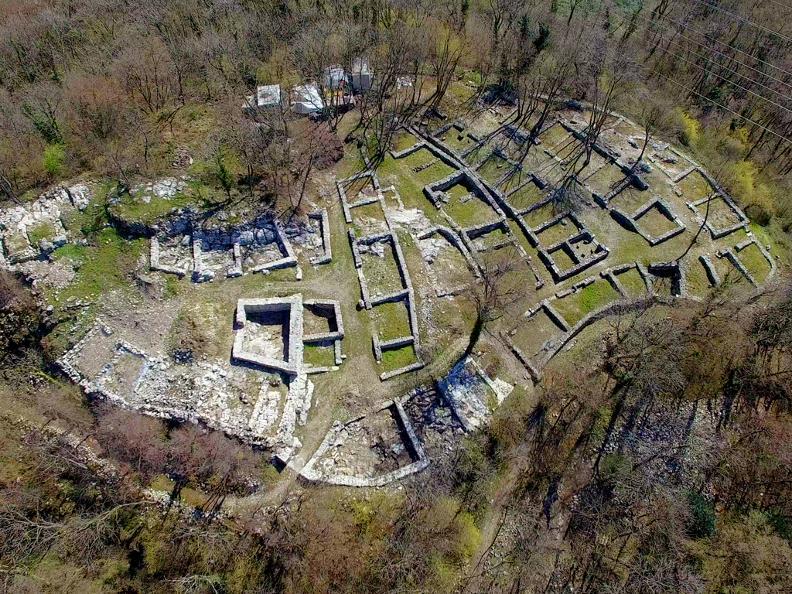 Image 4 - Parco archeologico a Tremona – Castello