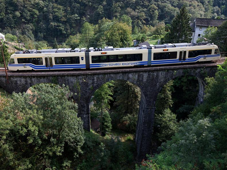 Image 2 - Lötschberg-Centovalli Express