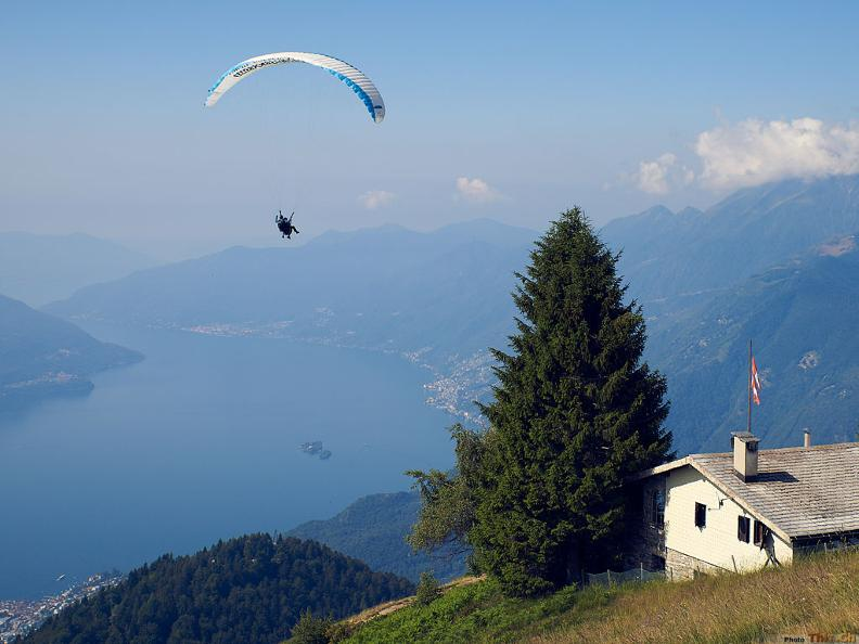 Image 0 - Mountaingliders - Paragliding Flights with Professional Tandem Pilots