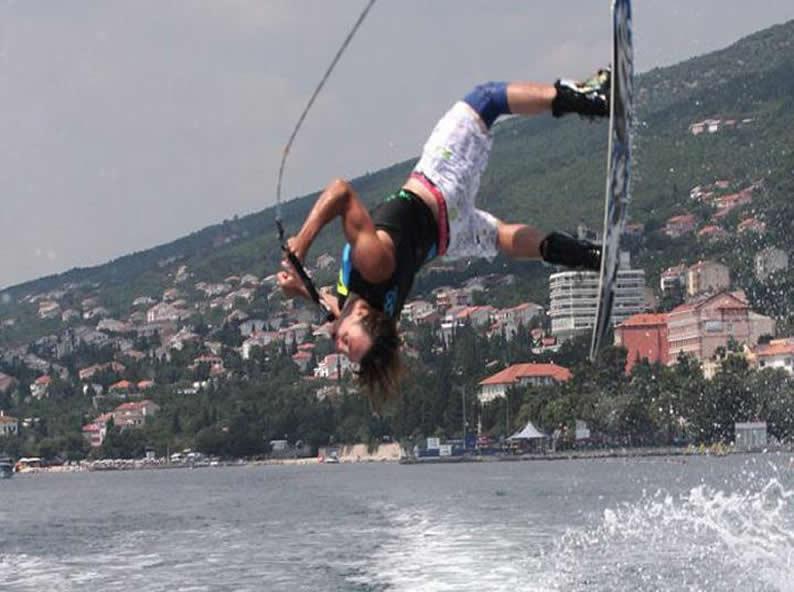 Image 2 - Wakesurfing & Wakeboarding Ticino