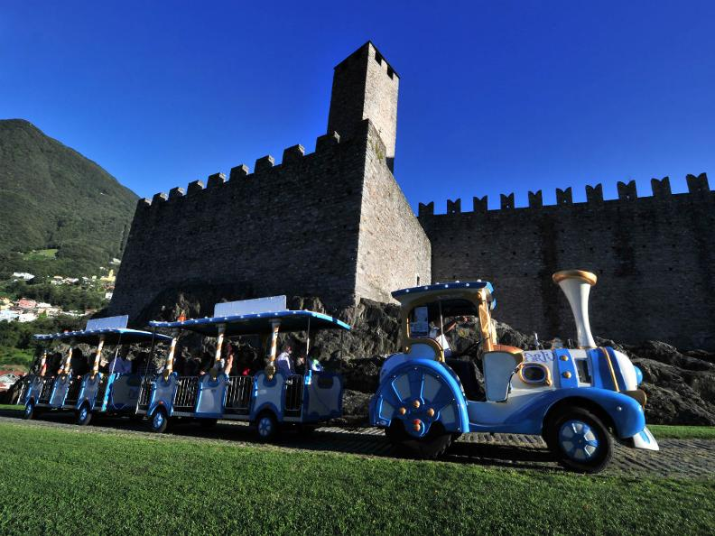 Image 0 - Artù, the small train of the Castles