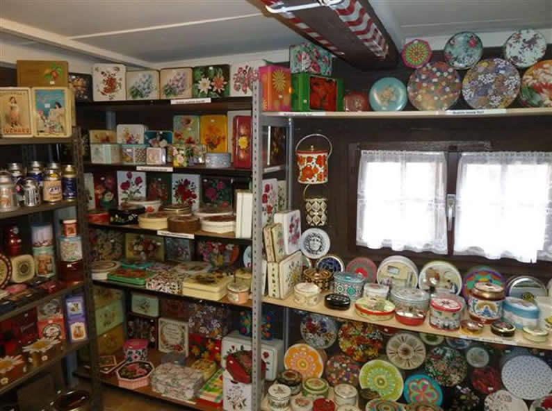 Image 0 - Small museum of tin boxes