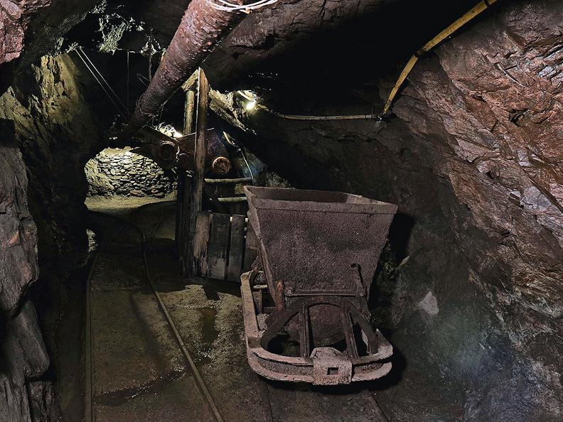 Image 5 - Sessa gold mine