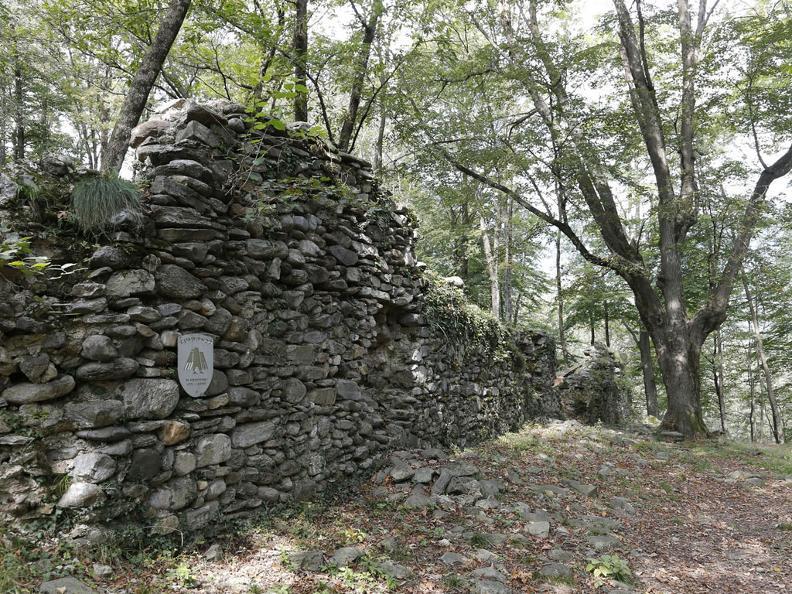 Image 0 - Die Burgruine von Miglieglia