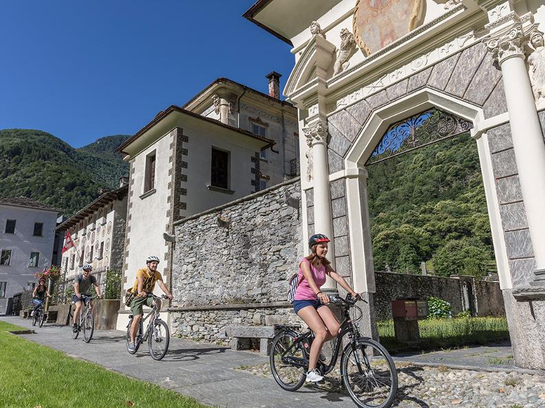 Image 1 - Cycling holidays: centre tour Lago Maggiore