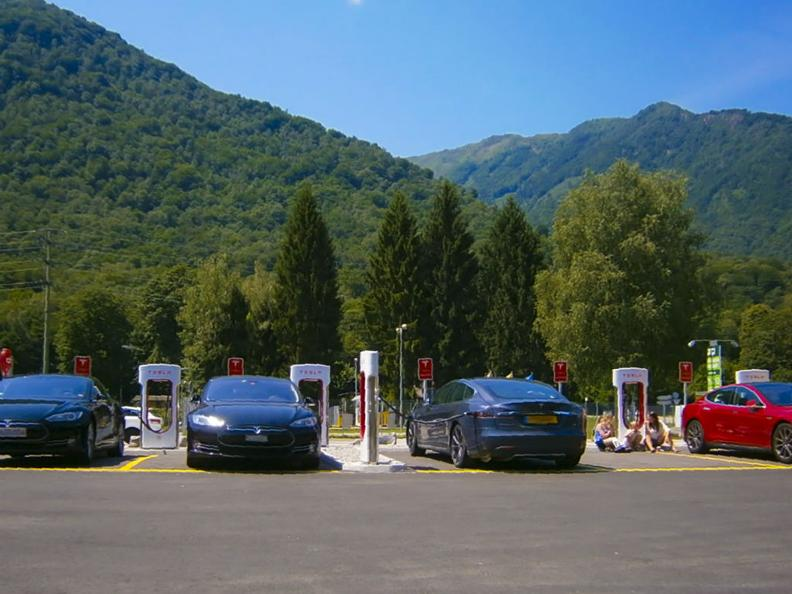 Image 1 - Electric car - where you can recharge and park?