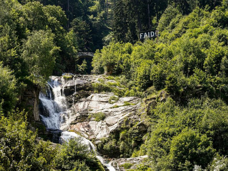Image 6 - The waterfall of Piumogna