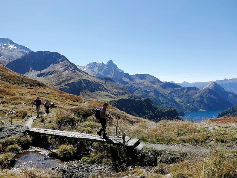 Image 3 - Hiking holidays: Chur - Olivone