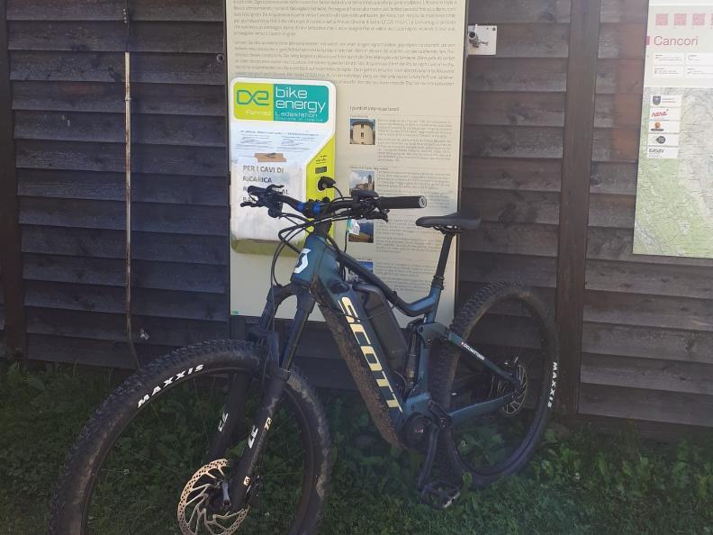 Image 0 - E-bike charging point Cancorì