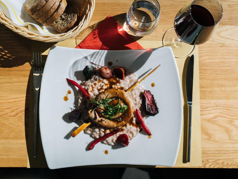 Image 2 - Merlot risotto with luganighetta sausage - The recipe