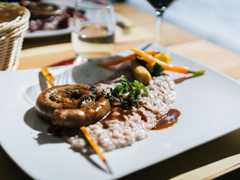 Image 0 - Merlot risotto with luganighetta sausage - The recipe