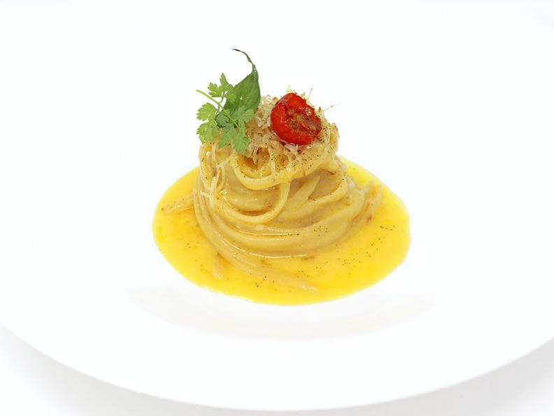 Image 0 - Linguine from Gragnano, tomato essence, smoked ricotta and ground pepper - The recipe