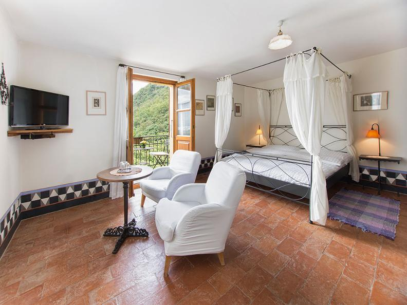 Image 5 - Sleeping in the Ticino vineyards