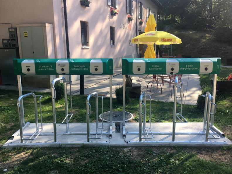 Image 0 - E-bike charging point La Peonia