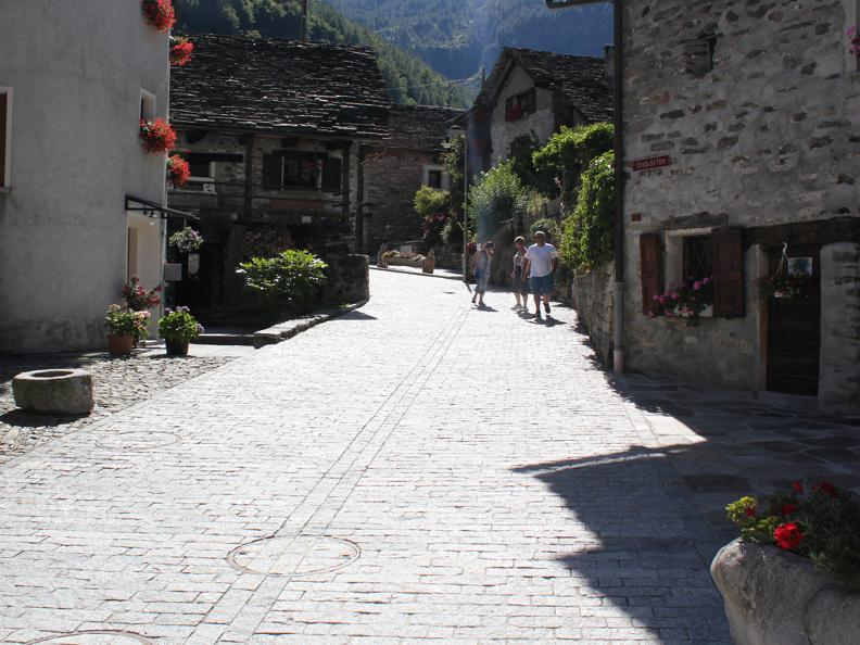Image 2 - Dorfkern von Sonogno
