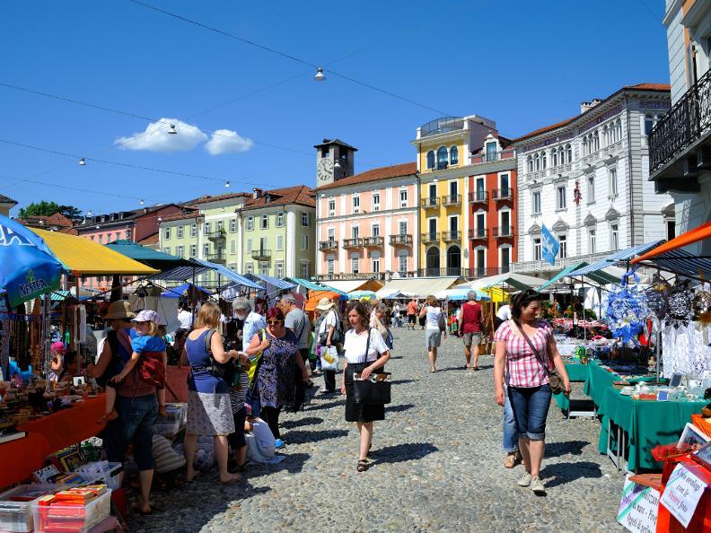 Image 4 - Markt auf der Piazza Grande - Locarno