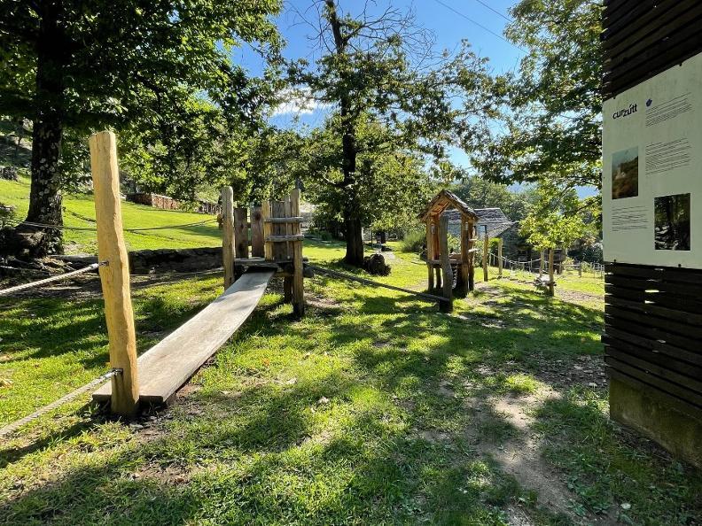 Image 0 - Playground Curzutt