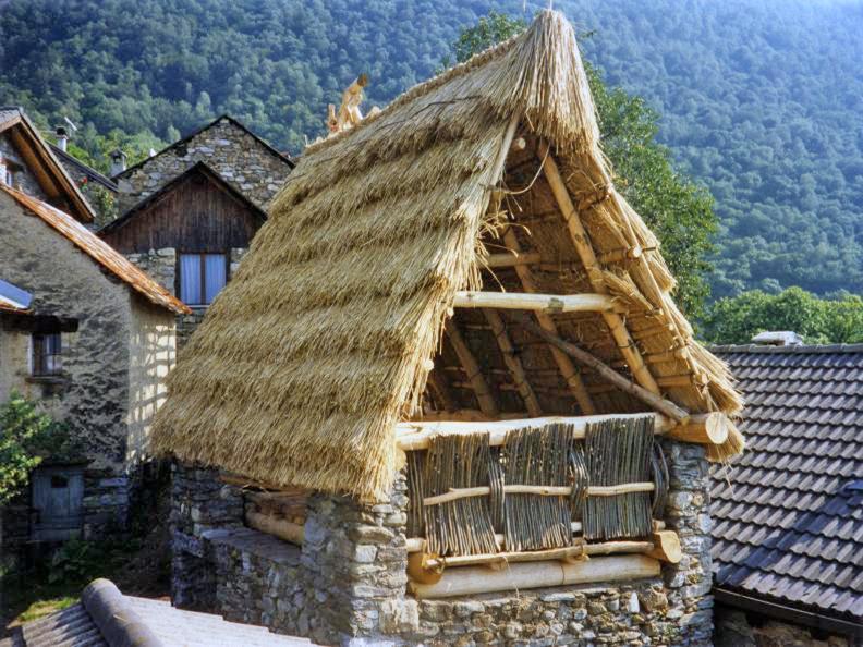 Image 0 - Les toits de paille de Cento Campi