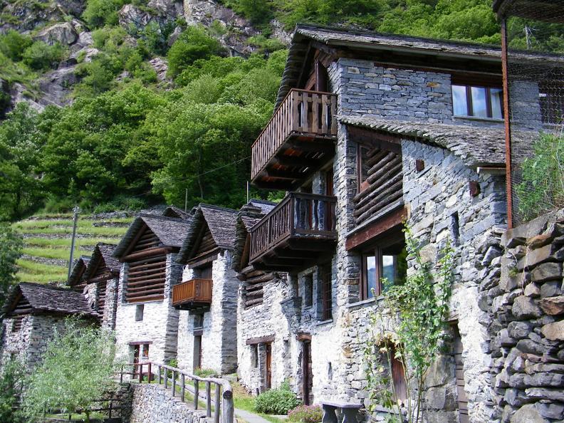 Image 1 - Le village de Brontallo