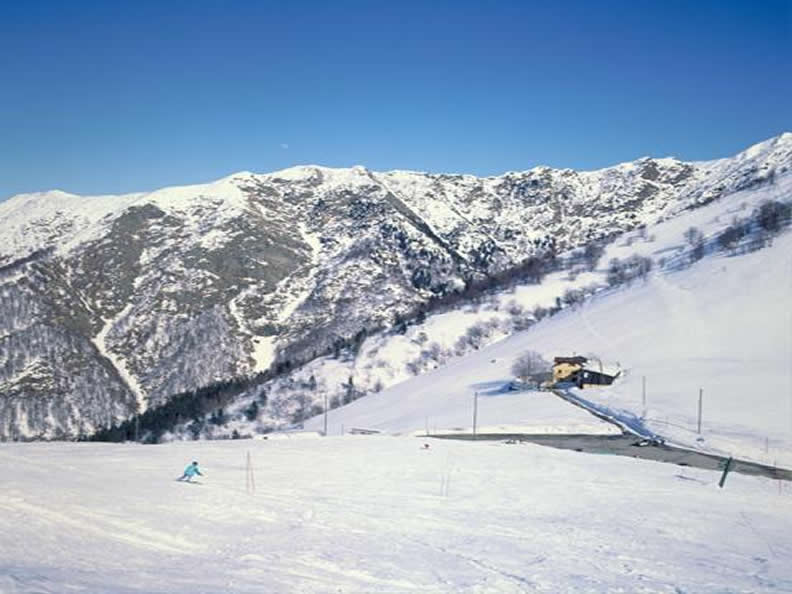 Image 1 - Skiing at the Alpe di Neggia