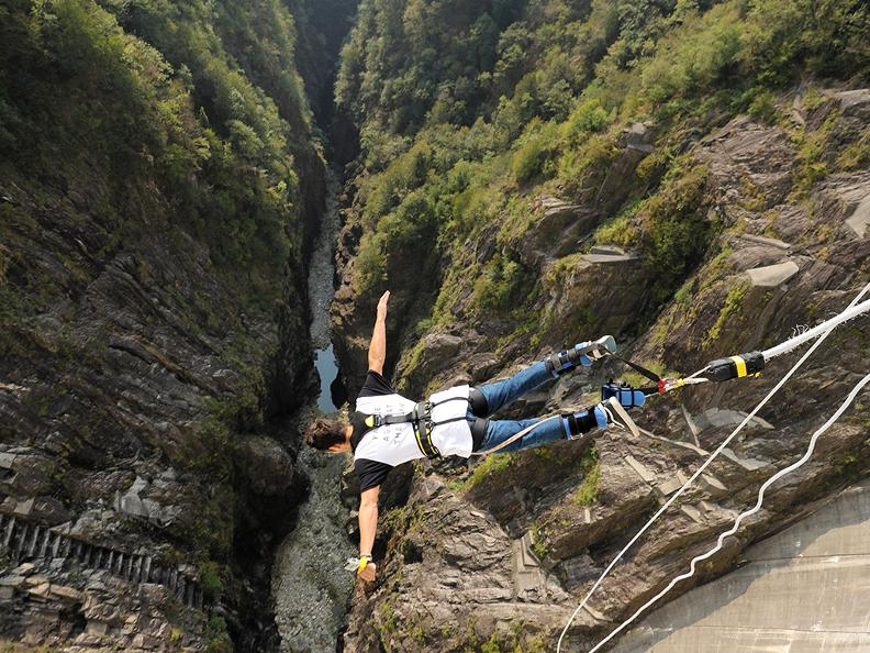 Quot Goldeneye Quot Bungee Jumping Ticino Ch