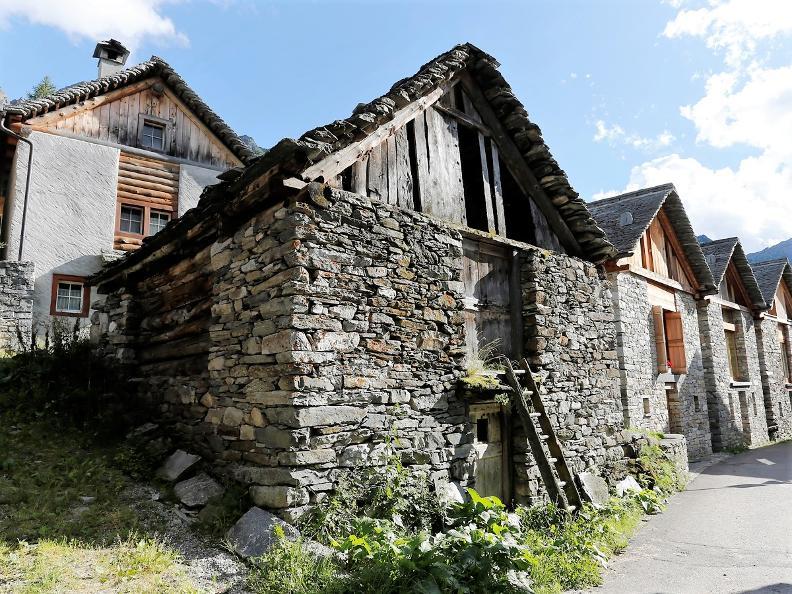 Image 3 - Bosco Gurin - estate