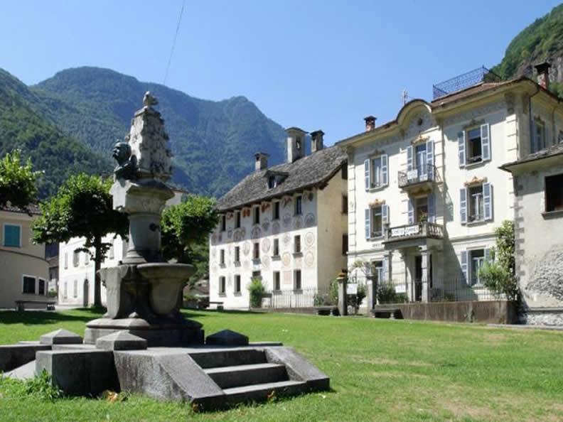 Image 1 - Cevio: case, giardini, piazze e grotti