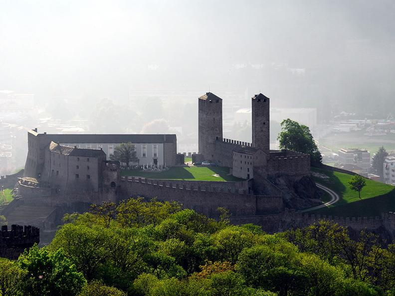 Image 2 - Bellinzona: the city of Castles