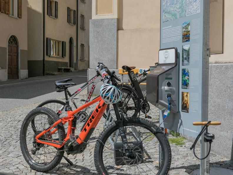 Image 1 - E-bike charging point Bed&Bike Tremola San Gottardo