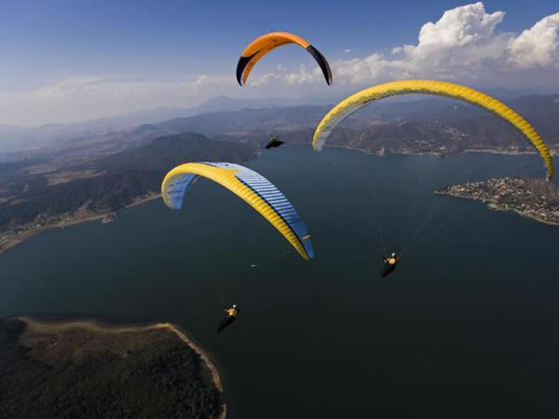 Image 2 - Paragliding on Lake Como