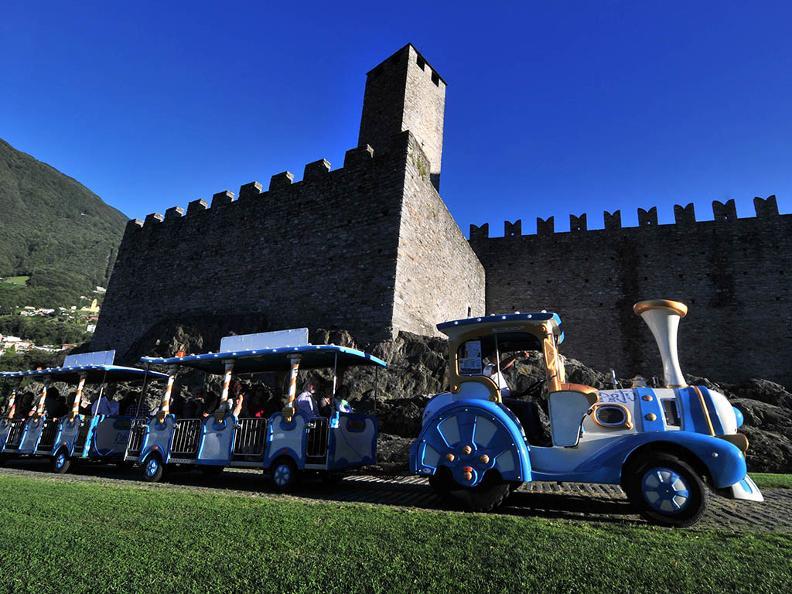 Image 0 - Excursions guidées – Giro dei Castelli con il Trenino Artù